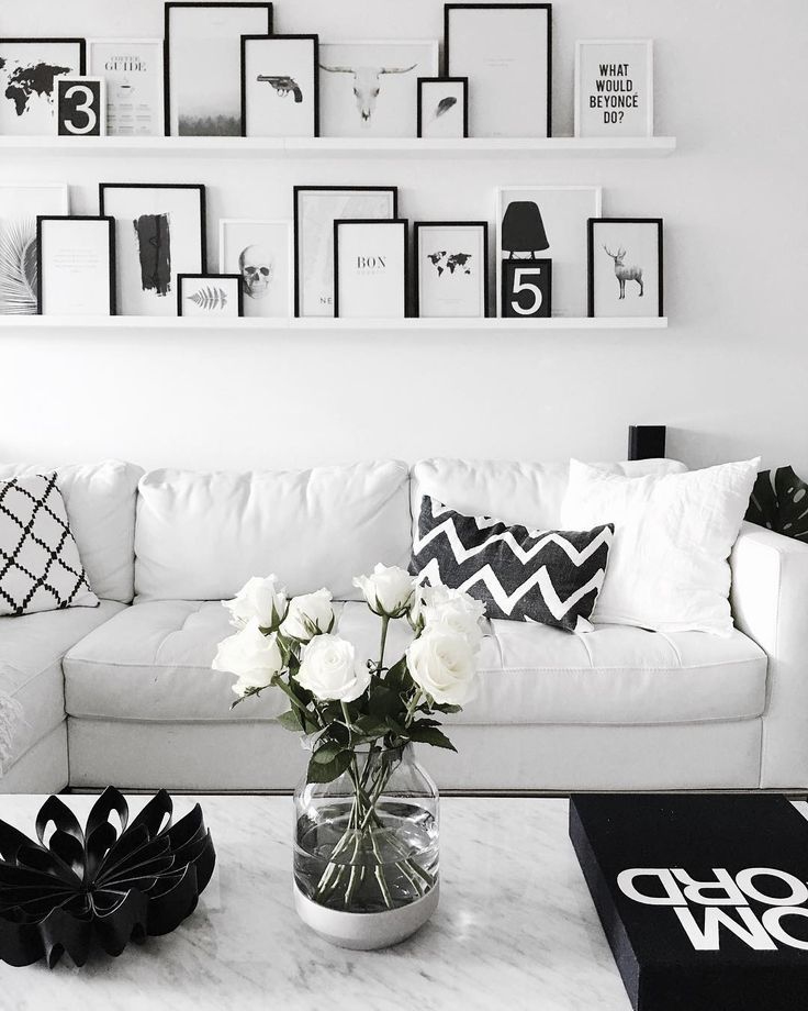 Beautiful black and white living room with Petals fruit bowl black/ Photo by @jannenaakka