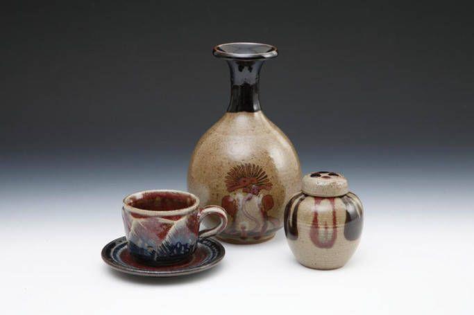 武雄市に息づくやきものの伝統佐賀県武雄市と言えば、伝統技術が残る土地です。市内には90か所以上の窯元があり、生活陶器や茶道具など様々なやきものが作られています。出典武雄市観光協会|やきもの※許可を得て...