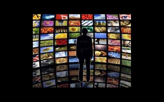 In wenigen Monaten hat sich der Inhalt der nationalen und internationalen Medien im Westen tiefgreifend verändert. Wir wohnen der Geburt einer Entente bei, von der wir weder die ursprünglichen Init…