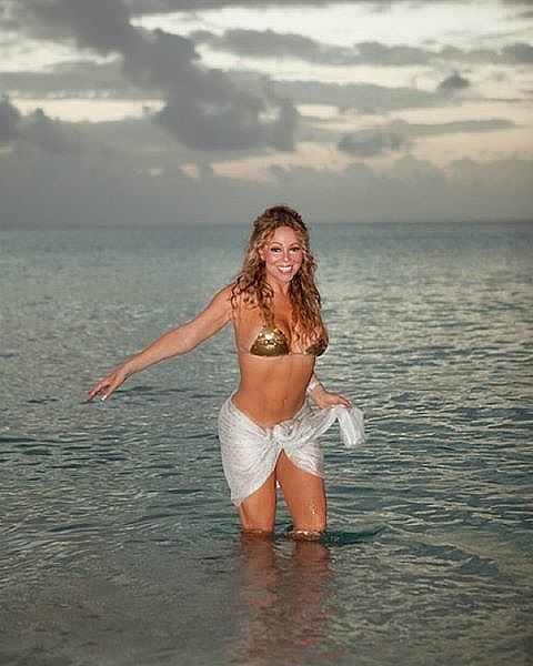 Mariah Carey looks better and happier than ever, sharing stunning bikini shots and snaps of her sexy and glamorous style, to corroborate our theory.