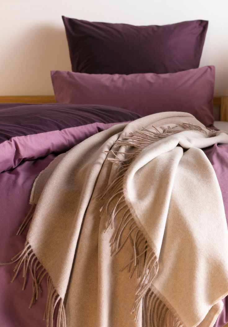 The new year brings with it: new deals, new offers, new sales! Get comfy at home with cuddly blankets and bed linen by organic brand hessnatur - now on Sale!