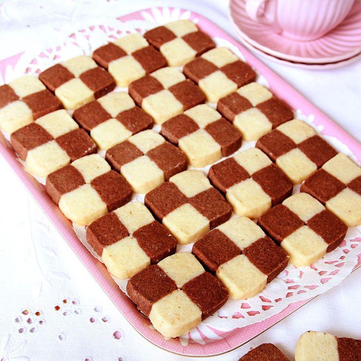 Schackrutor med vanilj- och chokladsmak.