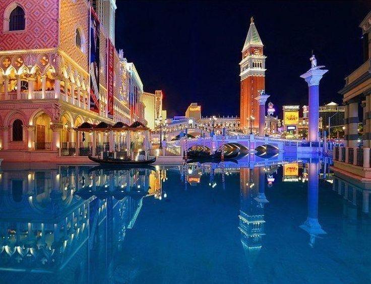 """venecia """"La ciudad de los canales"""" cada año recibe mas de 15 millones de visitantes, esta situada sobre un conjunto de islas que se extiende por una laguna pantanosa, lo que la hace una ciudad única en el mundo."""