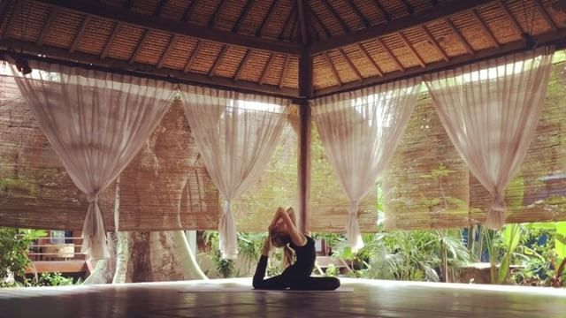 """Mi piace"": 29, commenti: 1 - Laura (@my_yogadiary) su Instagram: ""Practicing @giliyoga! Come and say hi, when on Gili Trawangan@🏝 - #yoga #yogaart #yogavideo…"""