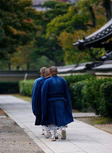 托鉢が終わって | 20111109-DSC05484 京都市東山区建仁寺 朝の托鉢を終えて僧堂に戻ります。 花街の宮川… | Flickr