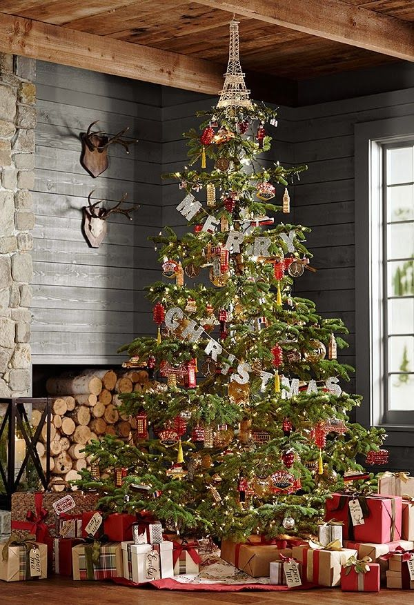 What a looker! Image from Mix and Chic. #laylagrayce #holiday #christmastree