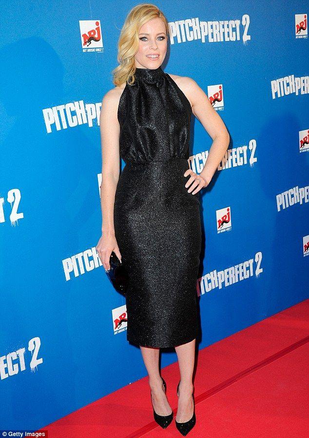 #ElizabethBanks with the black Crisp Packet clutch at the Pitch Perfect 2 Paris premier