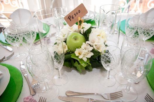 #centrotavola e #sottopiatto in #verde per questo allestimento di #matrimonio