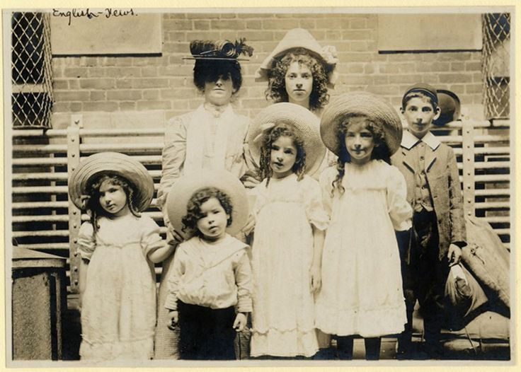 Best Ellis Island Gateway To America Images On Pinterest - 31 ellis island immigrant photos 100 years ago perfectly depict american diversity