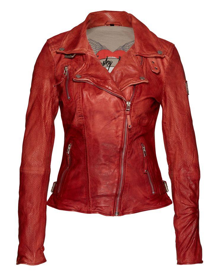 Die Bikerjacke von FREAKY NATION @aboutyoude erhält durch Details wie die Reißverschlüsse, die derben Riemen und das Leder mit dezenten Used Effekten ihren rockigen Look. Der taillierte Schnitt und der Frontzipper zaubern einen femininen, individuellen Appeal. Casual zur Skinny Jeans und Knit.
