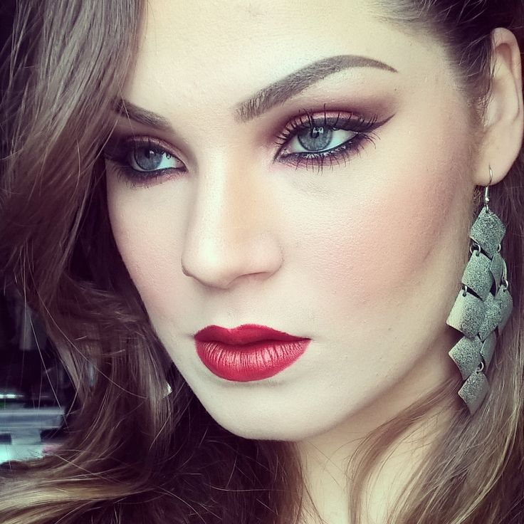 Allabout red makeup.