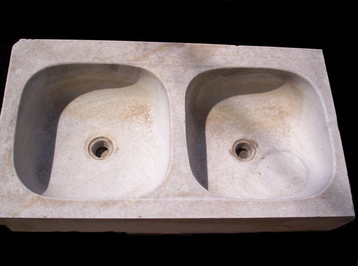 We offer this beautiful Carrara marble double bowl kitchen sink in excellent condition.We have also other models for your luxury home,Please check out our website for more information here : WWW.LUXURYSTYLE.ES