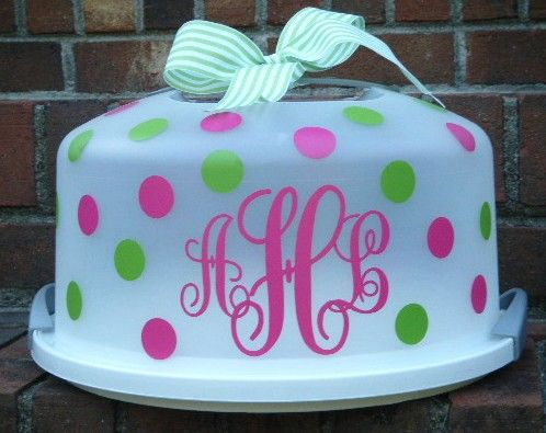 the cutest cake carrier ~ you can't go wrong with monogram and polka dots vinyl.  i love a good vinyl project!
