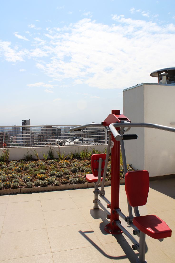 Training machines on the roof of the building of the apartment we rent in Santiago de Chile. For more information visit www.internshipandtravel.cl or write us a mail to info@internshipandtravel.cl