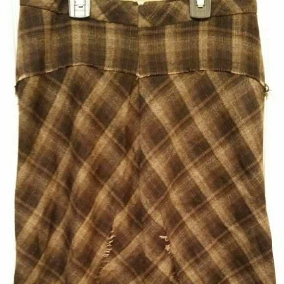 Brown Plaid BCBGMaxAzria Skirt The gorgeous skirt huges your curves. It has a long zipper in the back. Cute for work! BCBGMaxAzria Skirts Pencil