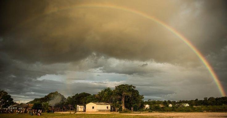 A luta dos Munduruku contra as hidrelétricas no rio Tapajós. Vista da aldeia Waro Apompu, na Terra Indígena Munduruku, nos limites do município de Jacareacanga, no Pará.  Fotografia: Fábio Nascimento/Greenpeace.