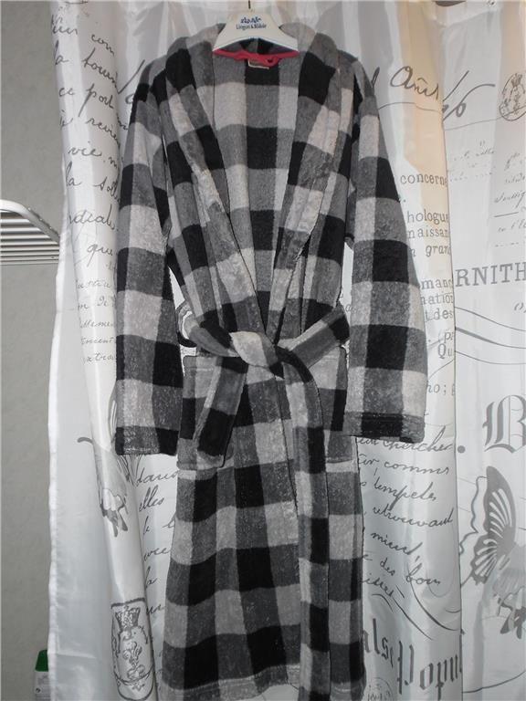 Annons på Tradera: Svart och grå rutig Morgonrock  badrock i mjuk fleece 134/ 140