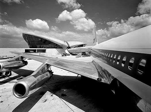 Ezra Stoller,  TWA Terminal, Idlewild Airport. [Ezra Stoller © ESTO]    Sourced at: http://www.brightcreatives.nl/2012/04/ezra-stoller-pioneer-field-architectural-photography/
