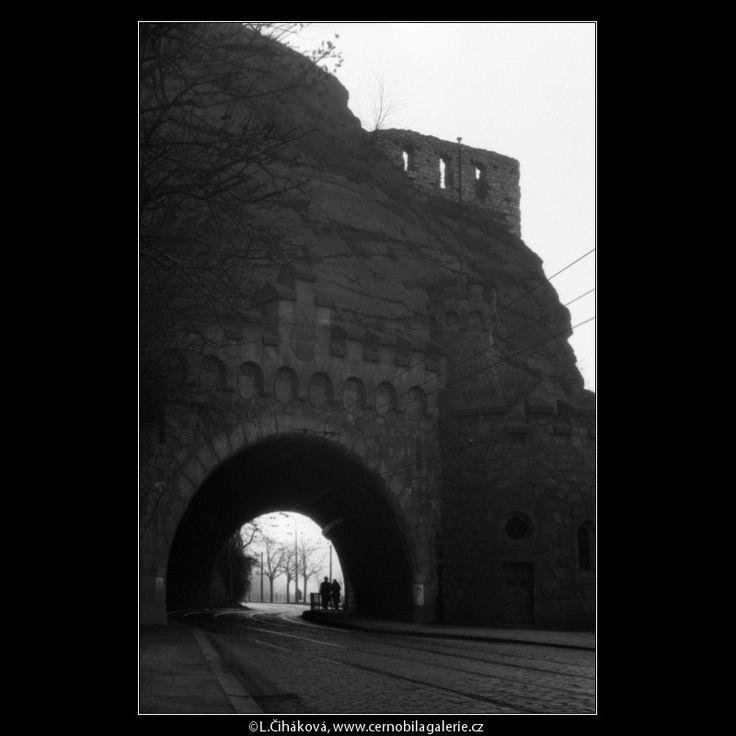 Zříceniny Vyšehradu (1018-21) • Praha,prosinec 1960 • | černobílá fotografie, Vyšehrad, tunel, vyhlídka, dlažba, koleje |•|black and white photograph, Prague|
