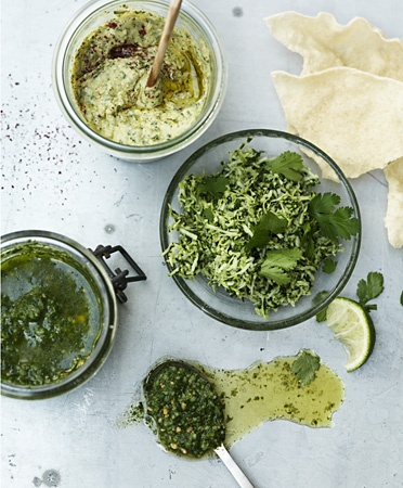 Basil-mint pesto, hummus and green coconut-coriander-ginger-lime dip (recipe in Dutch)
