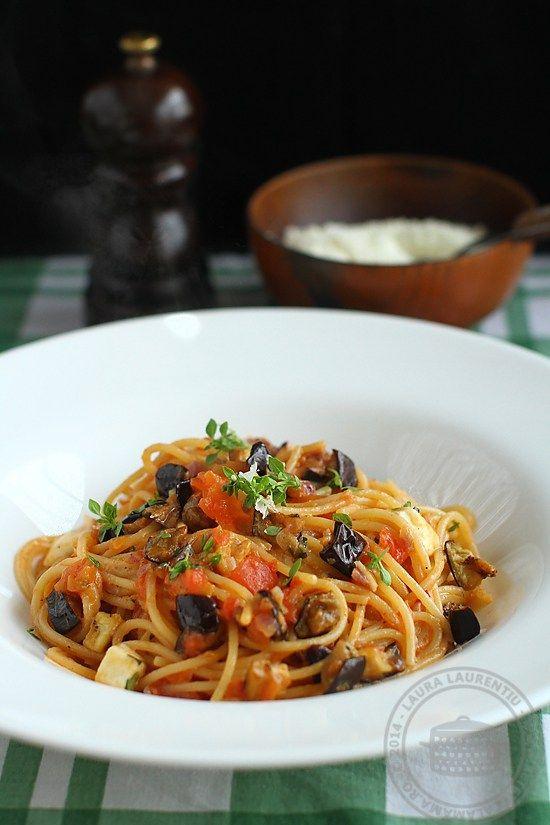 Spaghete a la norma, sau, pe limba lor de bastina, spaghetti alla norma. Suna destul de exotic denumirea acestor paste, care, de fapt, sunt foarte simple, cu ingrediente la...