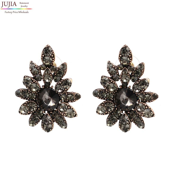 4 colors Good quality 2017 New statement fashion earrings , crystal stud Earrings