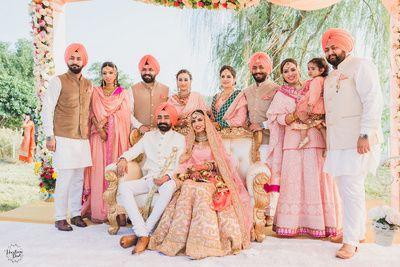 Family portrait weddings peach #wedmegood