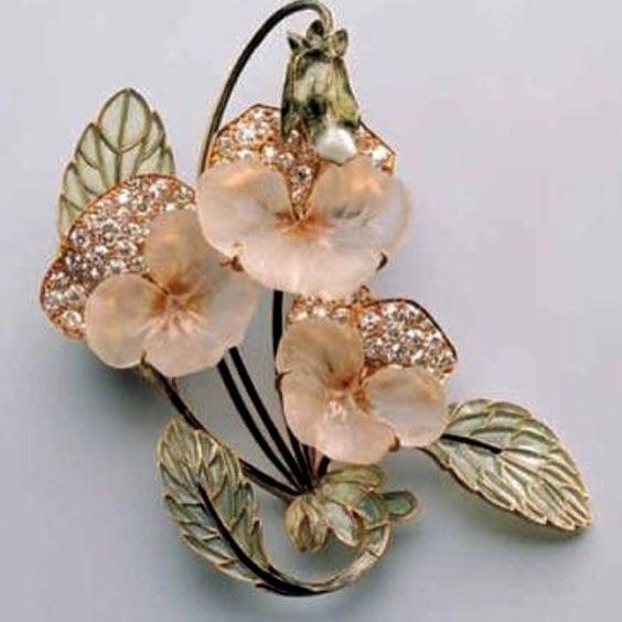 Glass and enamel pansy brooch, by Rene Lalique. #renelalique #vintagelalique #vintagejewelry #jewelrydesign #pansybrooch #historicjewelry