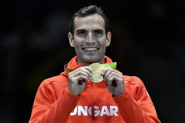 Az aranyérmes Szilágyi Áron a riói nyári olimpia férfi kard egyéni versenyének…