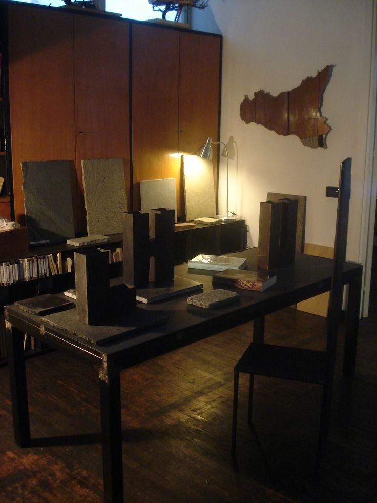 tavolo in ferro top in ardesia ferrugo http://www.pulchria.it/index.php/pietre/realizzazioni-ardesie#nanogallery/nanoGallery/6063671529774390689/6063672079393146786