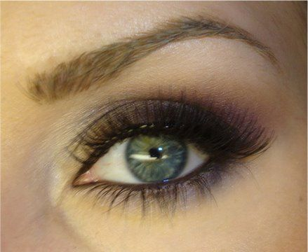Nice make up for green eyes.