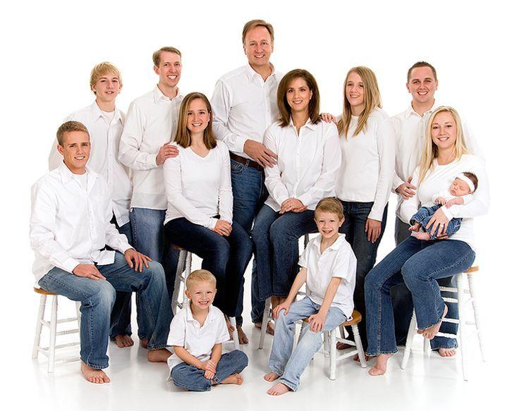 транслируется эффектные позы для фото большая семья счет бекона