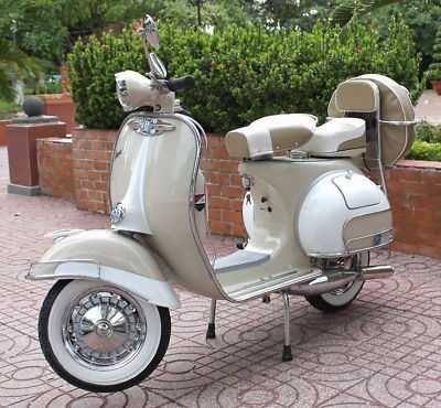1965 Vespa - Classic Vintage Scooter. #scootermoto