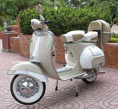 1965 Vespa - Classic Vintage Scooter. #scootermoto