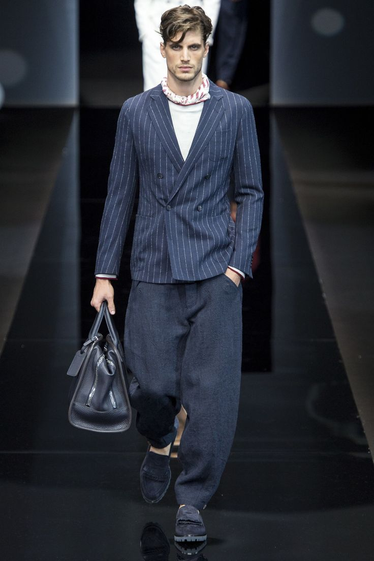 See the complete Giorgio Armani Spring 2017 Menswear collection.