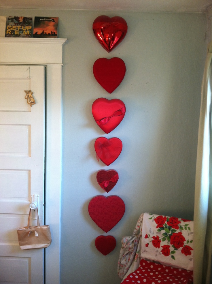 Valentines heart shaped box as wall decor now that 39 s how you can up cycle these leftover for Room in your heart living in a box