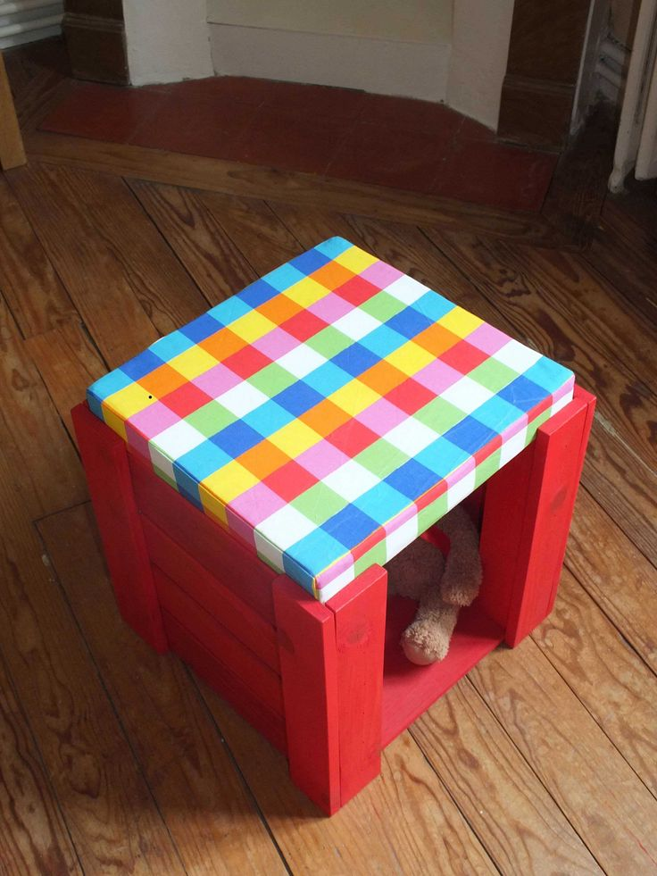 Beautiful Kid's Stools To Play & Seat  #barstools #kids #recyclingwoodpallets With several pallets, I made these cubes (40cm high). I let one side open for them to easily put toys and/or shoes.   Avec plusieurs palettes, j'ai...