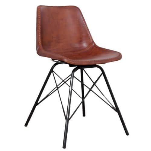 Kuipstoel in retro-design genaamd Co-pilot Aviator Chair is geïnspireerd op de vroegere pilotenstoel. Hij is verkrijgbaar in verschillende kleuren leer, suede en vacht. Een metalen onderstel met een chique kuipstoel die bekleed en doorstikt is met hoogwaardig leer, suede of vacht.    Afmetingen:  Breedte: 45 cm  Zithoogte: 46 cm  Diepte: 52 cm  Hoogte: 79,5 cm  Gewicht: 5,5 kg