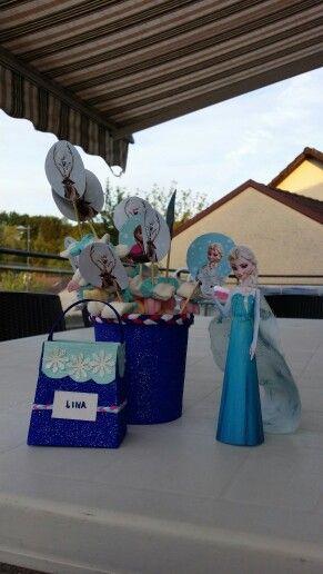 Sac a bonbon personnalise, pot avec ses brochettes a l'effigie de la reine des neiges et reine des neiges en papier