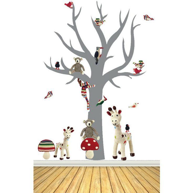 Leuke muursticker van een boom met afbeeldingen van dieren en paddestoelen van de gehaakt kinderkamer-accessoires van Anne Claire Petit