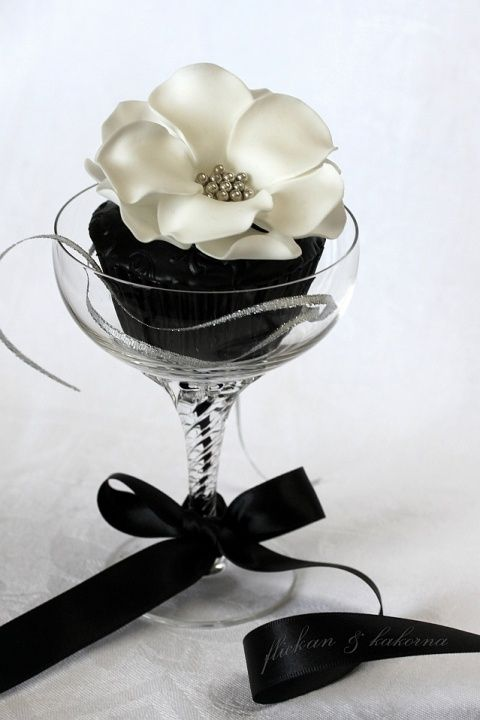 Black White Rose Silver Pearl Wedding Cupcakes, awesome cupcakes, dessert, cupcakes, food, art, photography, Wedding_cupcake_decor_cupcakes