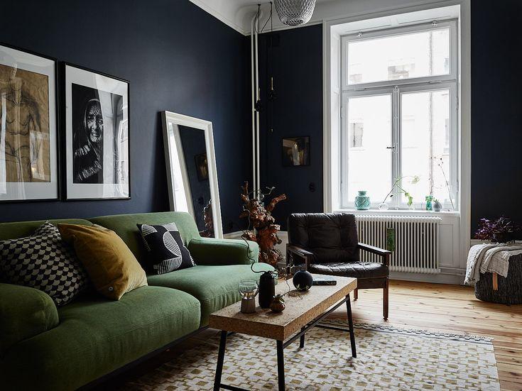 Stor, snygg och stilfull topprenoverad trea, går att disponera som en fyra. Centralt på Södermalm finns denna karaktärsfulla och väl omhändertagna lägenhet med 3,05 meter i takhöjd och genomgående planlösning. 87kvm, avgift 2960kr/mån. Visas jan/feb.