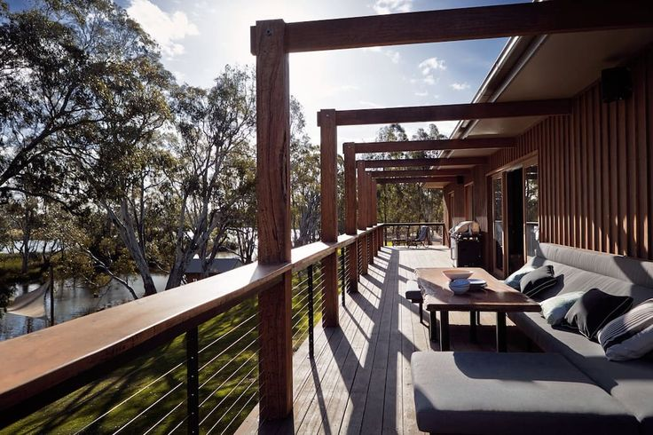 Mornington Peninsula retreat. 4 bedrooms on the lake