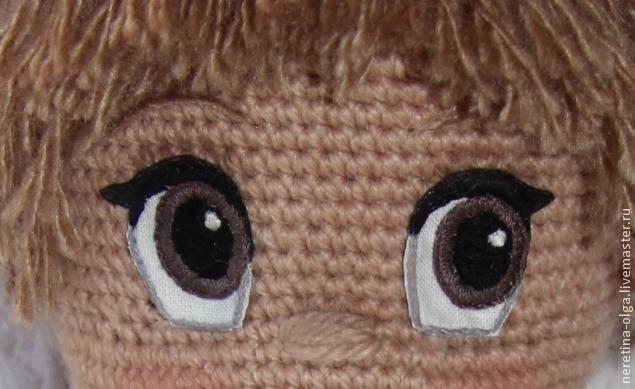 Игрушками я увлекаюсь чуть больше года и за это время своим игрушкам я перепробовала много глазок из разных материалов: вязаные, пуговки, специальные покупные, бусинки, фетровые, но это всё не очень смотрелось, так как к личику (мордашке) игрушки нельзя, например, купить специальные глазки и они непременно по размеру подойдут. Хотелось, чтобы были такие глазки, чтобы игрушка 'ожила'. Я останови…