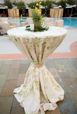 Stunning Flora print linen in Pear! Would be great for any garden party, Vineyard venue, or beach party. LOVE this!