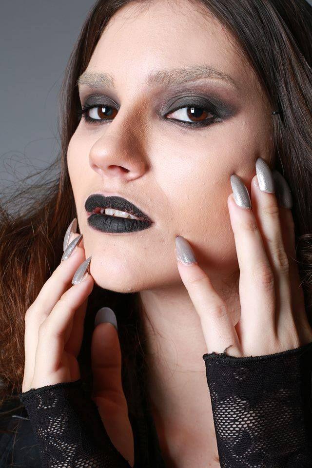 Makeup Y Peinado inspiracion dark... Para UNIVERSIDAD DE PALERMO. Carrera Produccion de Modas.