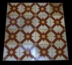 Old spanish patterned cement floor tiles.Old tiles alive again ! We are spanish profesional supplier of architectural antiques,more info here : www.luxurystyle.es