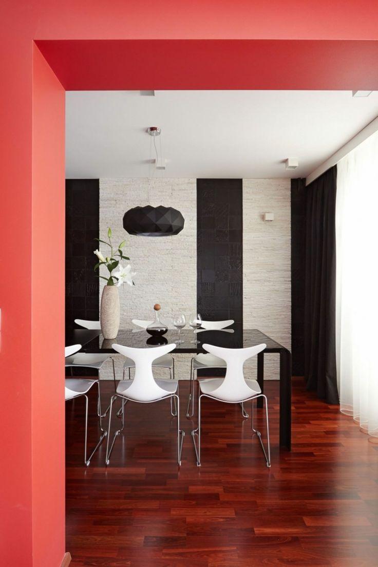 Salle à manger à la déco maison toujours en noir, blanc et rouge