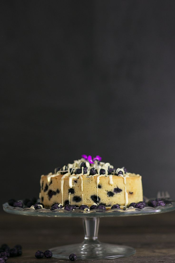 Spectacular Blueberry cake with white chocolate