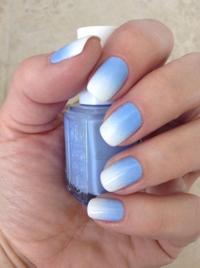uñas pintadas en blanco y azul estilo ombre, uñas cortas estilo veraniego, bonitas, tonos suaves